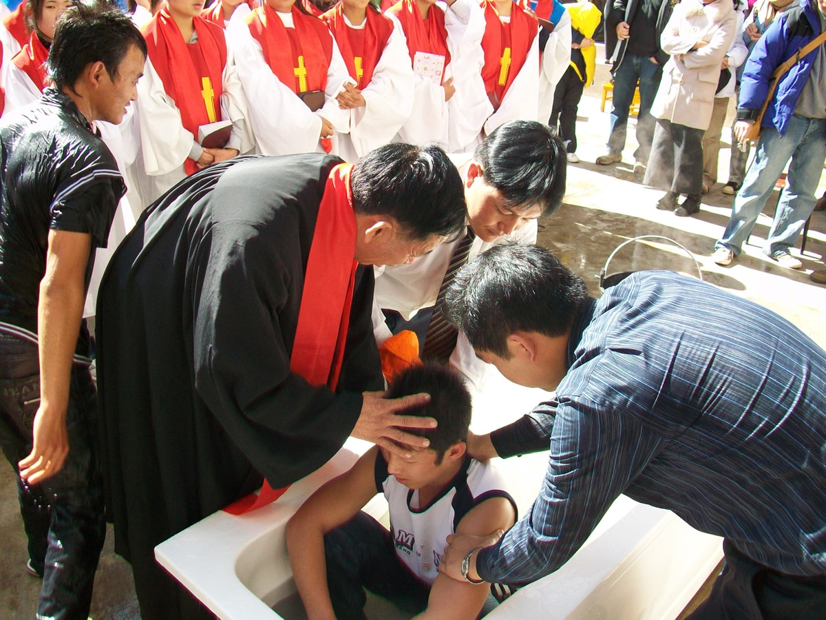 Baoshan - baptism boy in tub-min