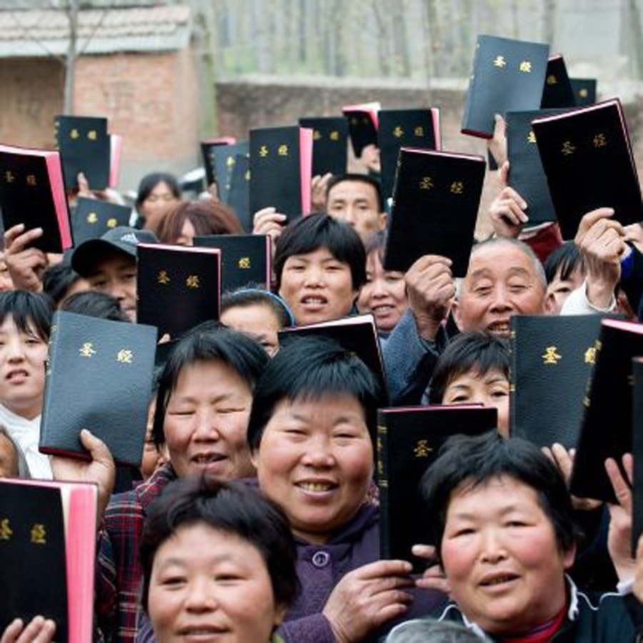 Bibles - Chinese holding them-min