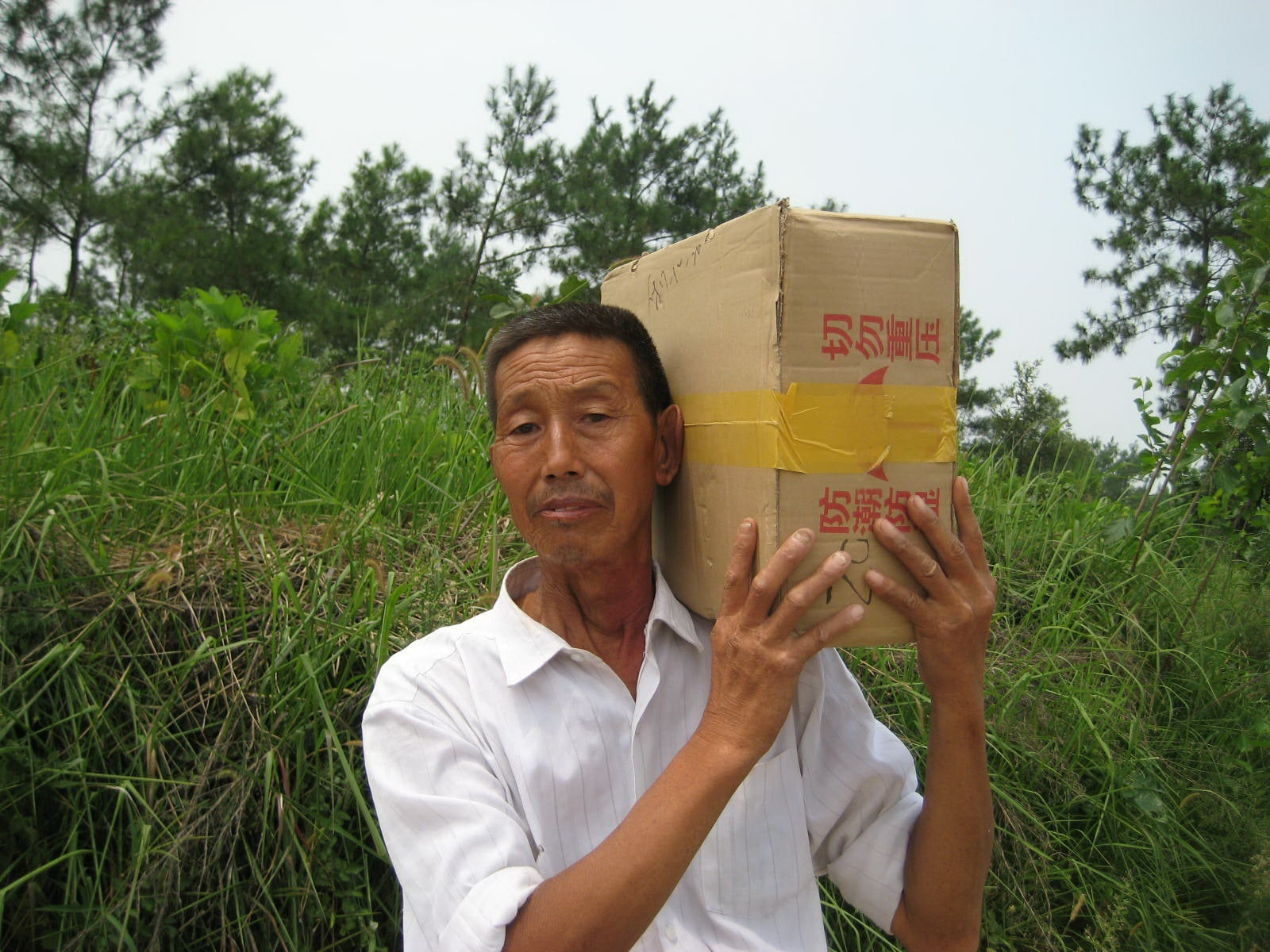 Chinese Bible - Old Man carrying case-min