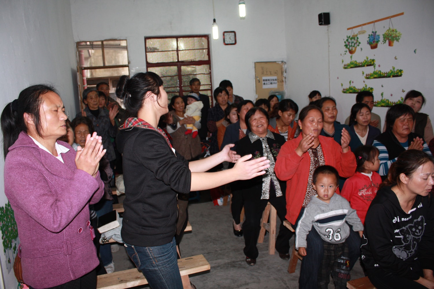 Chinese House church believers clapping in worship - EG newsletter-min
