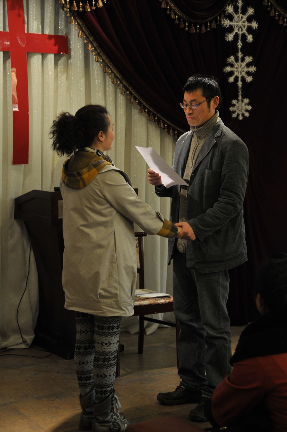 Chinese married couple - love letter reading - cross in background-min