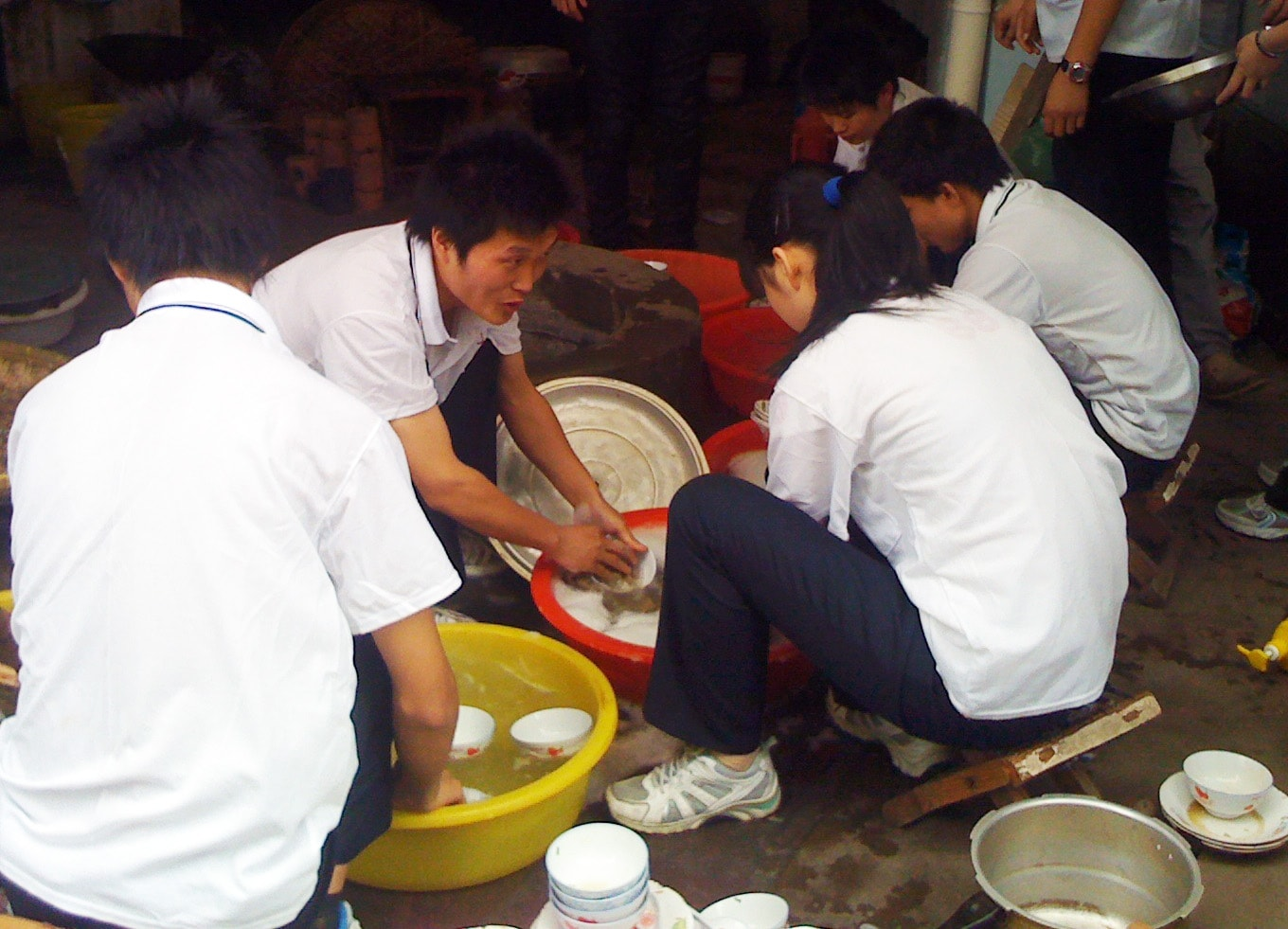 Cixi Church - washing dishes - good-ed-min