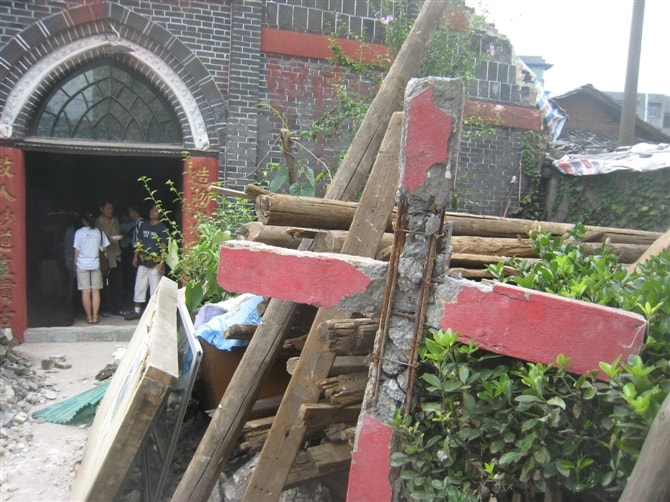 Cross of the Old church after the earthquake-min