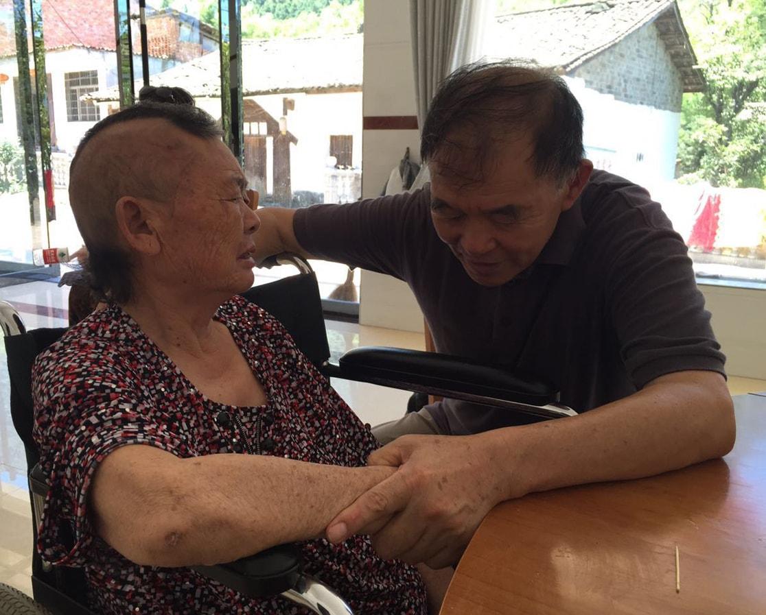 Elderly woman testimony - Sonny praying-min