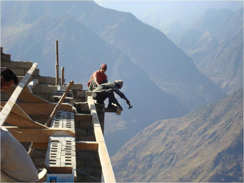 Gaoshan - builders on roof-min