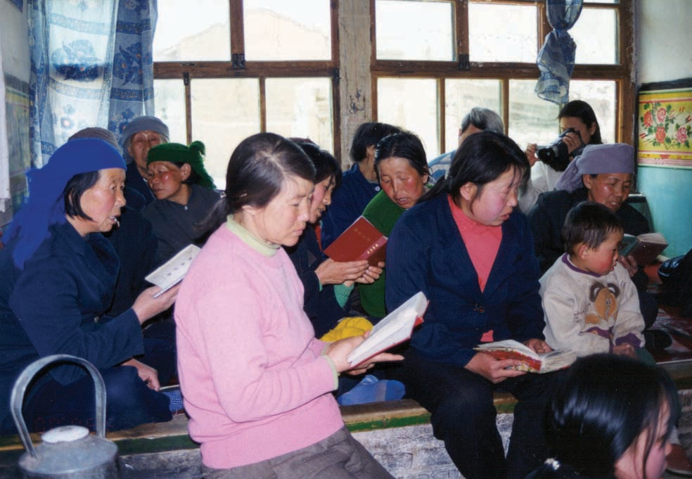 Shanxi-believers-reading-Bible-min