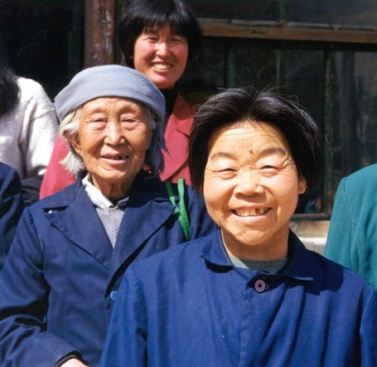 Smiling poor elderly chinese-min
