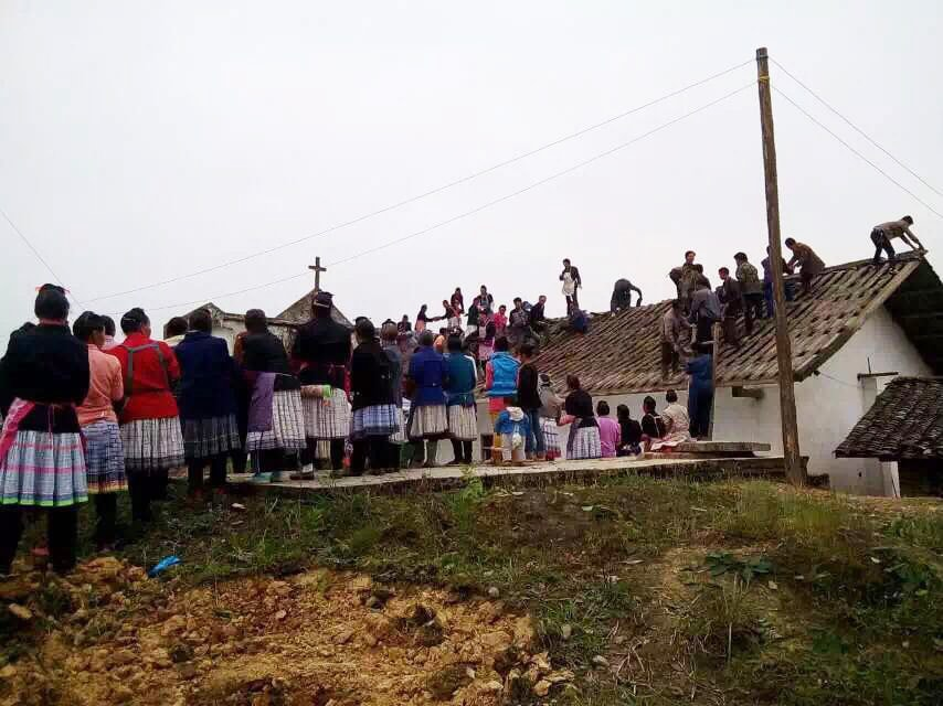 Yunnan church members all help build church-min