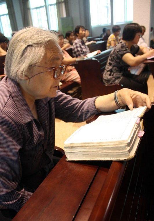 Ningbo - Mo Zhi Church - old lady rdg Bible-ed-min